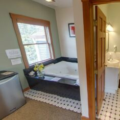 Rooms, The Heron Inn & Day Spa