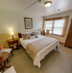 Rooms, The Heron Inn & Day Spa